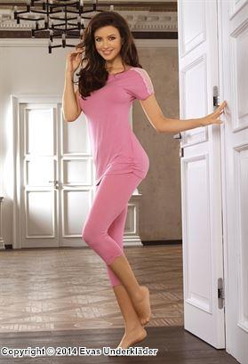 Pyjamas med spetsklädda axlar