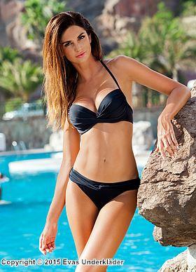 Bikini med djupt skuren topp