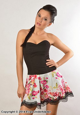 Klänning med blommig kjol